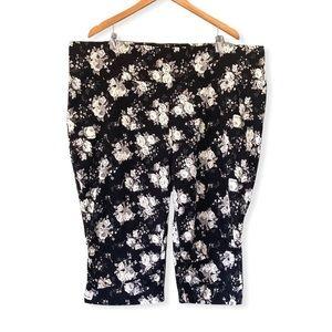 3X Lily Morgan Black Floral Ruched Capri Pants